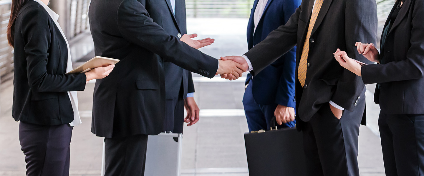 handshake meeting agreement partnership clients