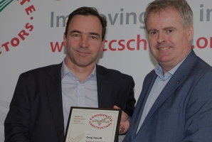 Bouygues Energies & Services accepting the award