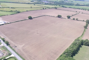 solar farm strensham largest in UK
